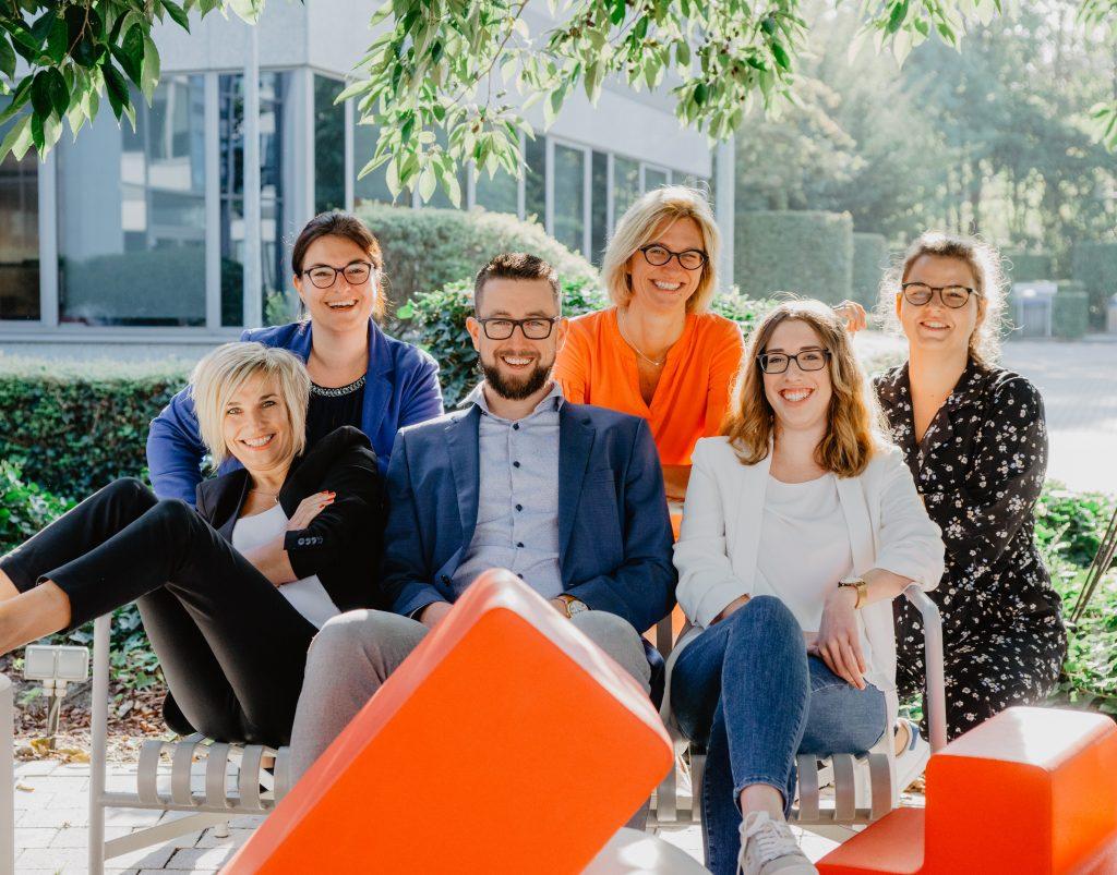 teamfoto van 6 personen